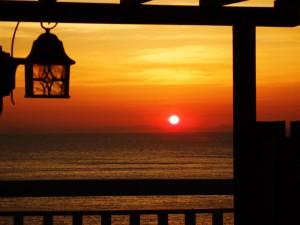 夕日が沈む